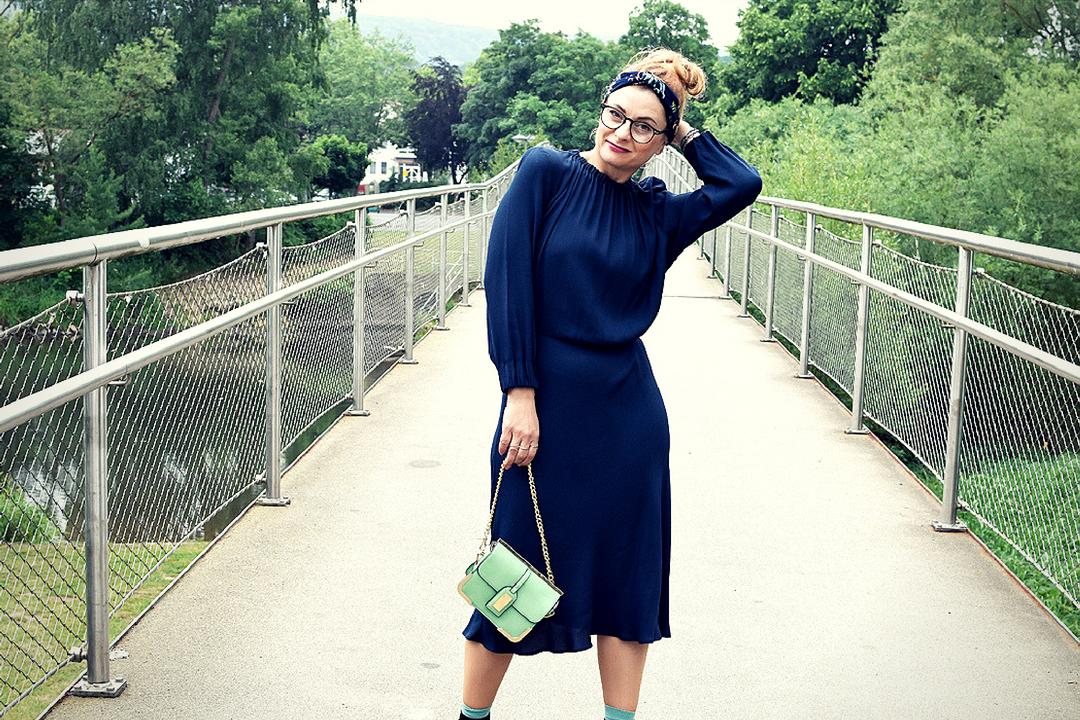 dunkelblaues Midikleid für Frauen von H&M