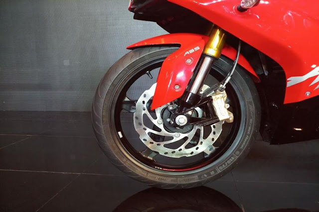 New 2018 TVS Apache RR 310 front wheel Hd Image