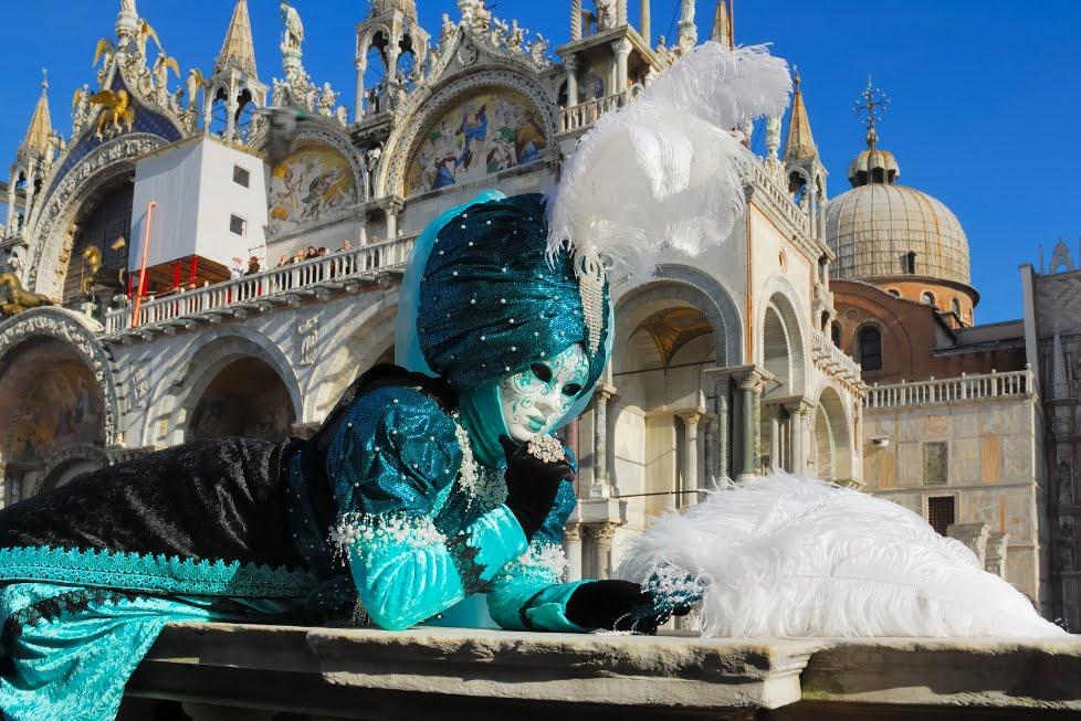 Carnevale di Venezia: il Volo dell'Aquila con Renzo Rosso della Diesel