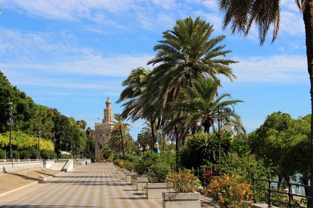 La Torre del Oro, junto al Guadalquivir