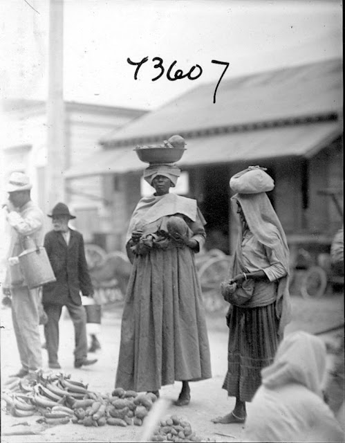 Paramaribo market scene. Women and men. 1922. Paramaribo, Guyana, South America