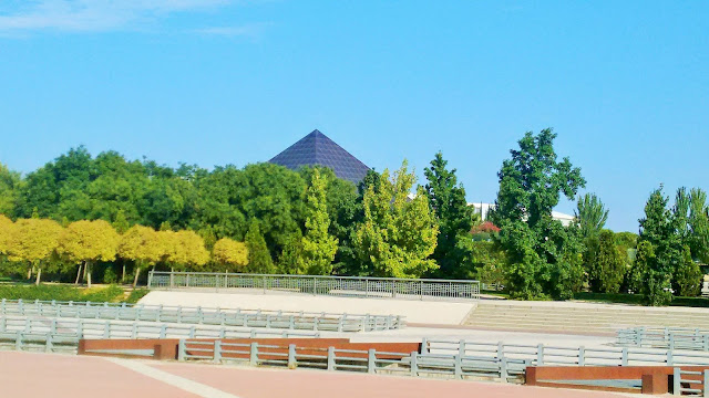 Parque Juan Carlos I Madrid. Pirámide