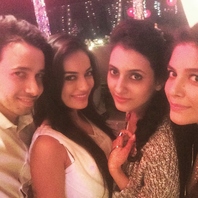 fun time💃💃 thanx kv n tj for such an amazing party...😘😘 @additigupta, Surbhi Jyoti Hot Pics from Parties, Selfie Images with Krystal Dsouza, Nia Sharma