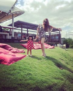 Foto Naourah si Mama Tiri Cantik Teuku Rassya