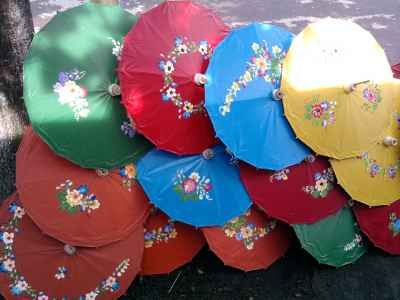 Kerajinan Payung Geulis
