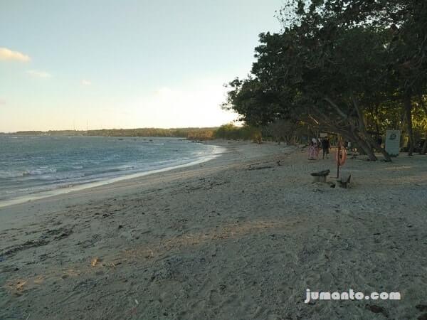 foto pantai embe
