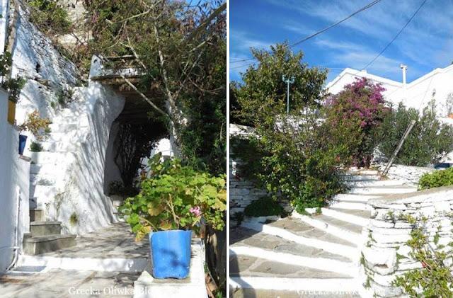 greckie uliczki, wyspa Tinos, białe schody i łuki
