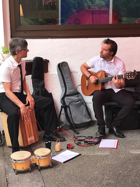 Jörg Baier Percussions Musik, Bunte Sommerblumen-Hochzeit am See und in den Bergen, Riessersee Hotel Garmisch-Partenkirchen, Bayern, nahe der Zugspitze, Hochzeitsplanerin Uschi Glas