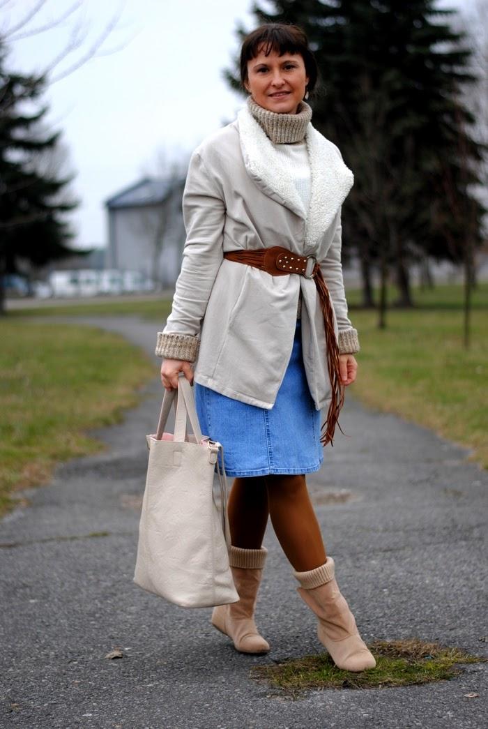 sukienka jeansowa zimą