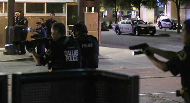 'Snipers' matam 5 policiais em Dallas