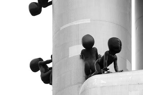 Visszatérnek az óriásbabák a prágai tévétoronyra