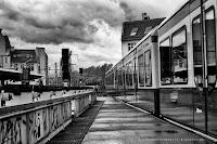 http://fineartfotografie.blogspot.de/2014/04/schwarzwei-street-photography-berlin-su.html