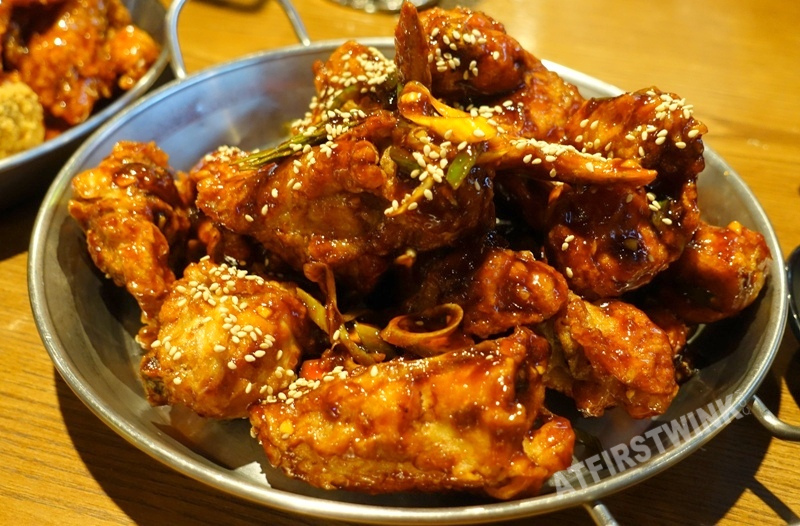 bhc fried chicken mild chili pepper soy pepper soy sauce jongno seoul korea