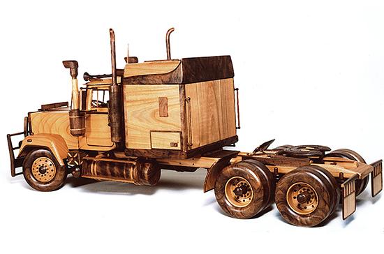 aneka Kerajinan kendaraan beroda empat mobilan dari kayu bekas
