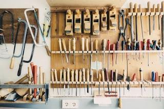alat tukang kayu, perkakas, gergaji, palu, pahat, ketam, obeng, tang,