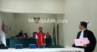 Condro Divonis 5 tahun penjara, karna mengedarkan Ganja