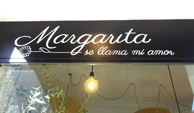 Margarita se llama mi amor Madrid Floristería Fernando VI 9 Las Salesas Chueca Alonso Martinez Blanco color deco decoración flores flowers Madrid diseño floral interiorismo