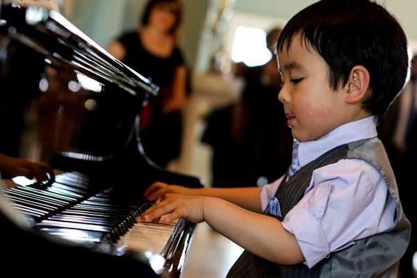 Thực hành biểu diễn piano nơi đông người