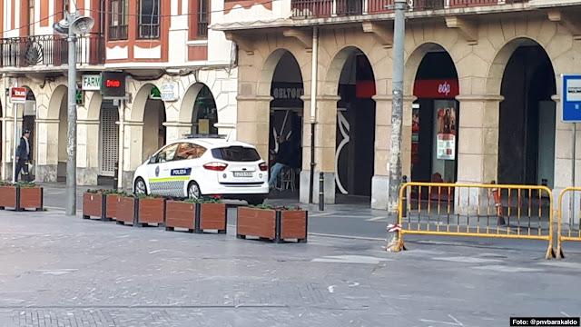 vehículo policial en Barakaldo
