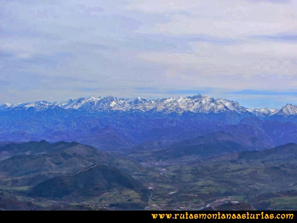 Ruta Montaña Pienzu: Desde la cima del Pienzu, vista de Picos de Europa