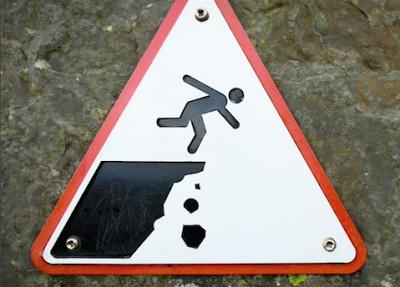 Effetto Seneca: Clima: camminare su un sentiero di montagna con gli occhi chiusi sperando che il burrone sia ancora molto lontano...