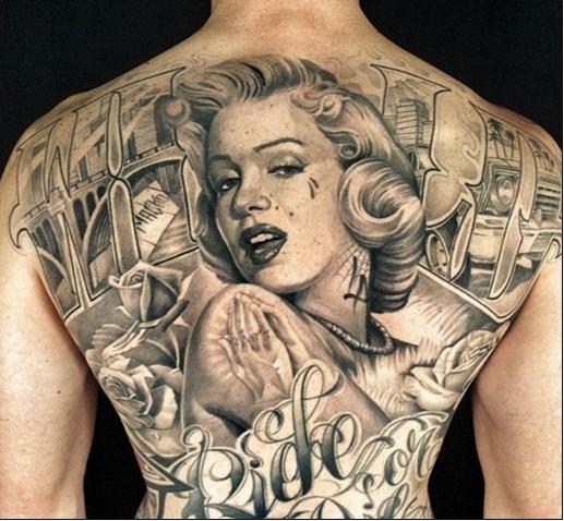 Tatuaje gigante de Marilyn Monroe en la espalda