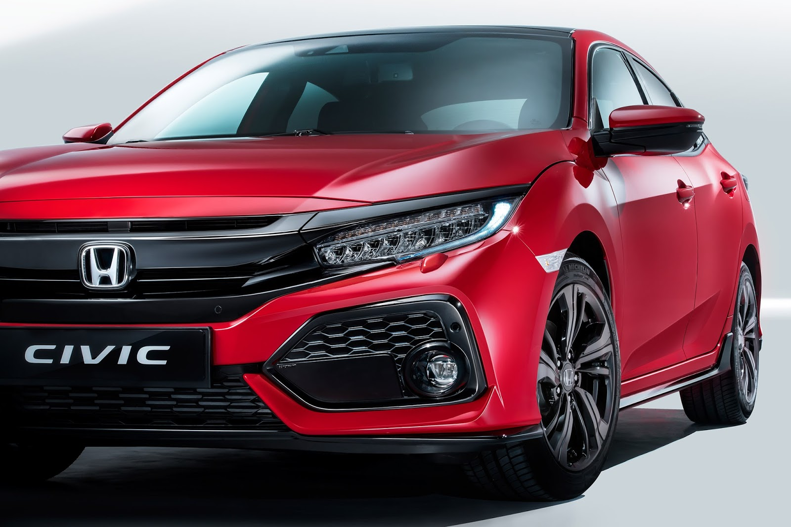 This is the european 2017 honda civic hatchback carscoops for Honda civic wagon 2017