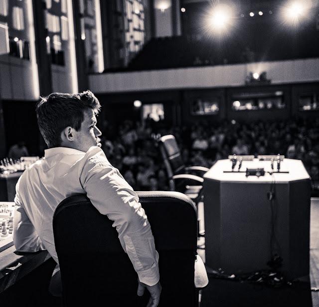 Magnus Carlsen durante el Grand Chess Tour París