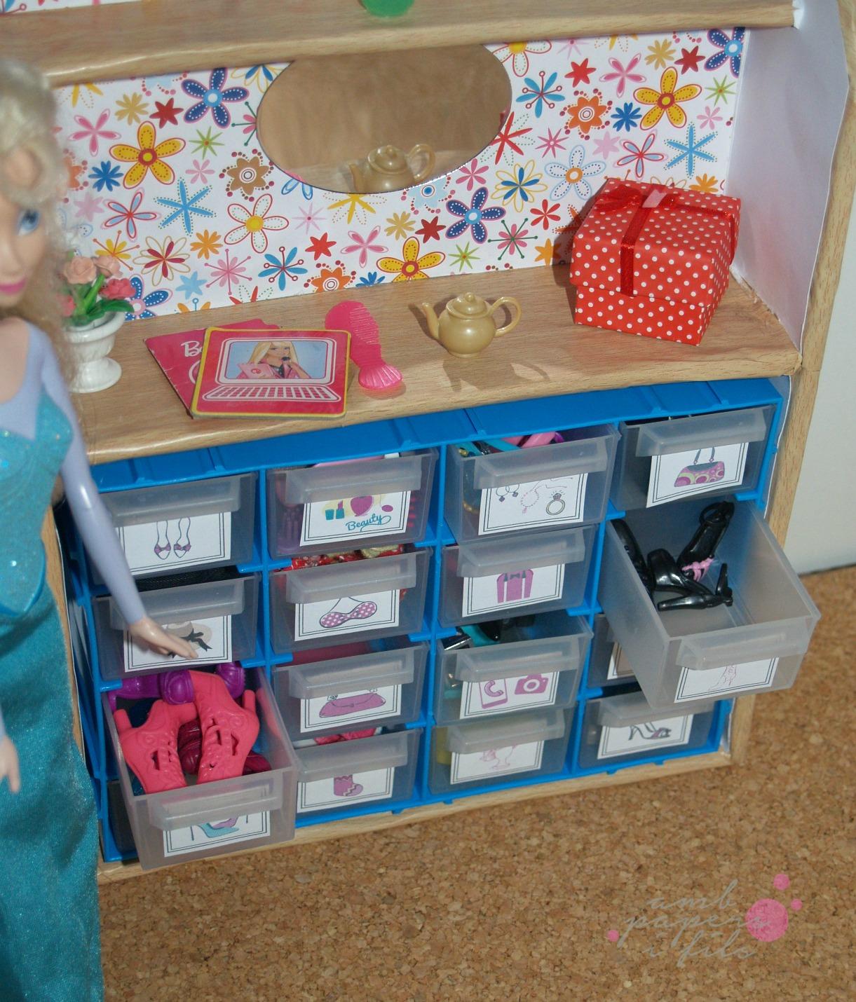 Amb papers i fils un tocador para barbie - Cosas para la casa de barbie ...