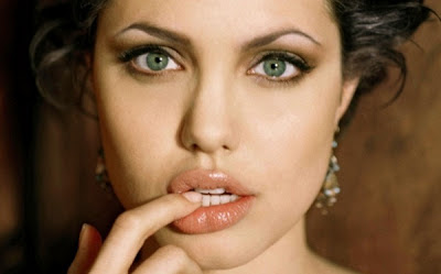 Angelina Jolie Bold Looks Photo