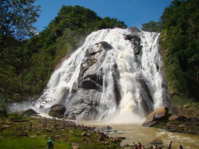A beleza e a refrescância da Cachoeira da Fumaça