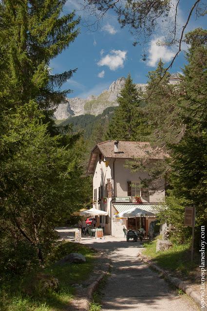Lago di Tovel ruta circular montaña Italia