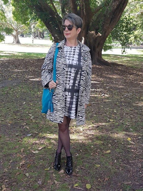 Black&white-shift-dress-animal-print-coat-turquoise-handbag
