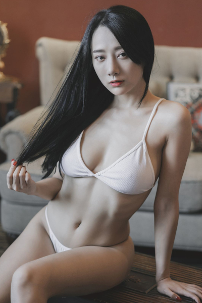 [YALAYI雅拉伊] 2019.08.08 Vol.363 女白领的私房照何嘉颖