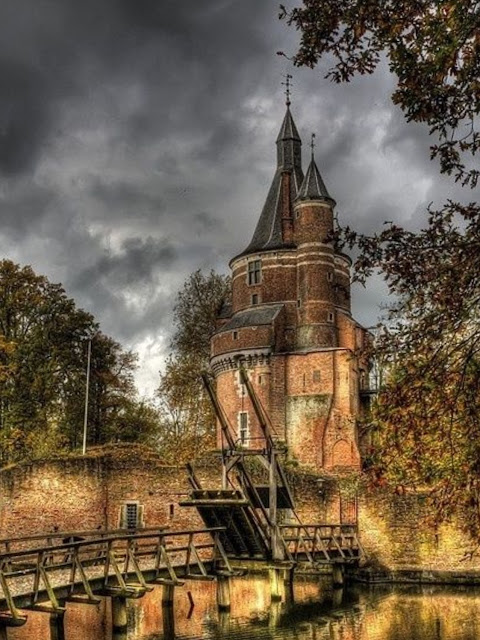 Castle Duurstede and Moat, Urecht, Netherlands | A Cup of T