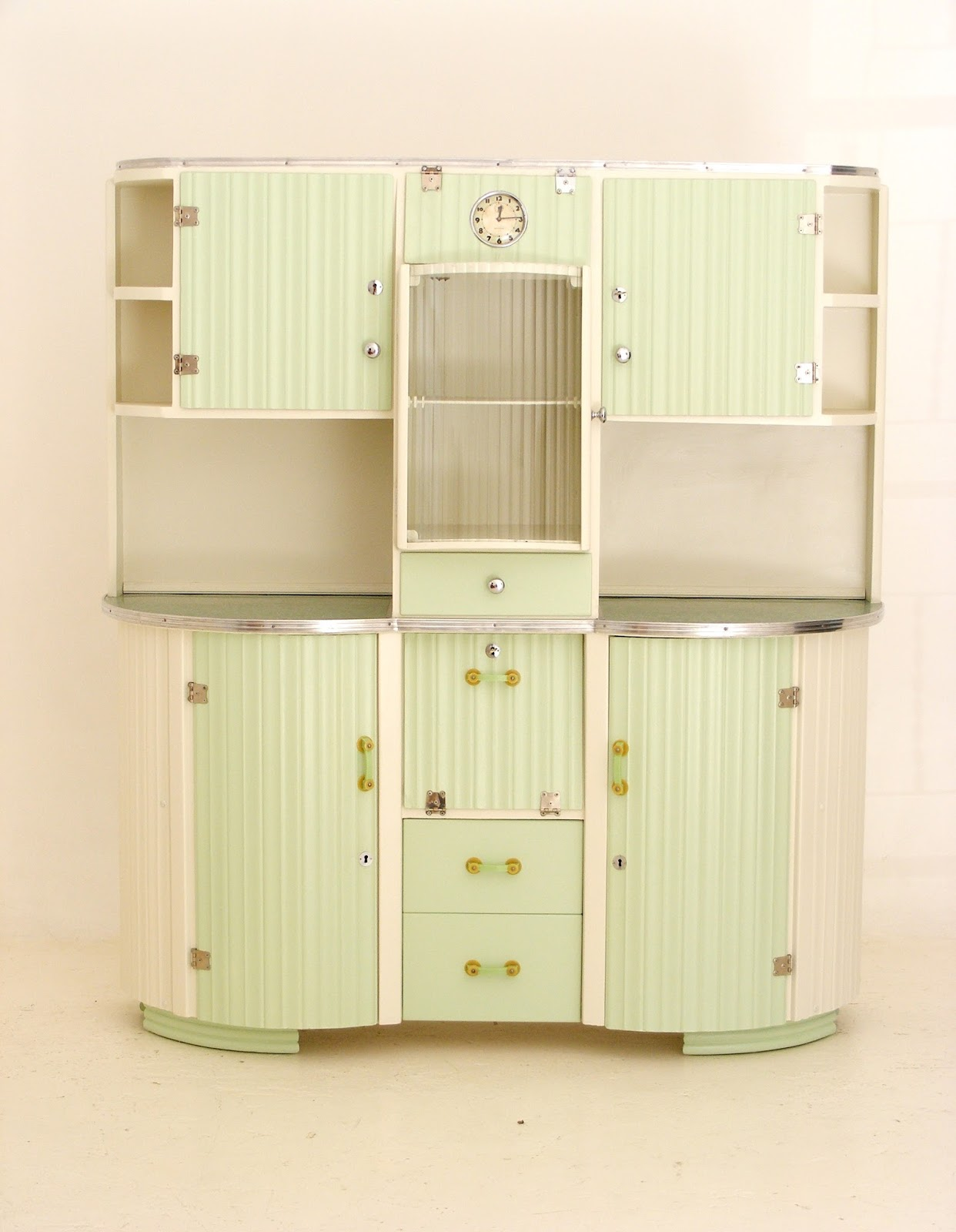 VAMP FURNITURE: A vintage kitchen dresser_24 April 2018