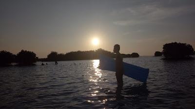 sunset pulau pari