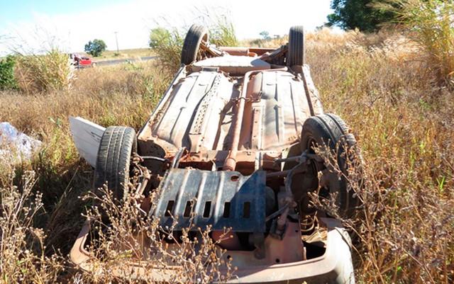 LEM: idoso morre após ser lançado de carro ao capotar veículo na BR-020