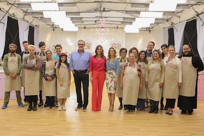 16 participantes e ao meio Fasano, Carol e Beca - Crédito: Artur Igrecias/SBT