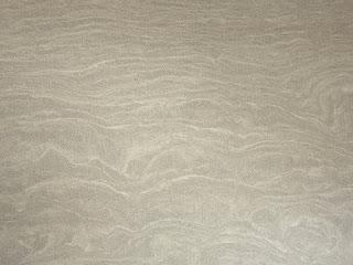 Светло-серый оттенок поверхности натурального песчаника