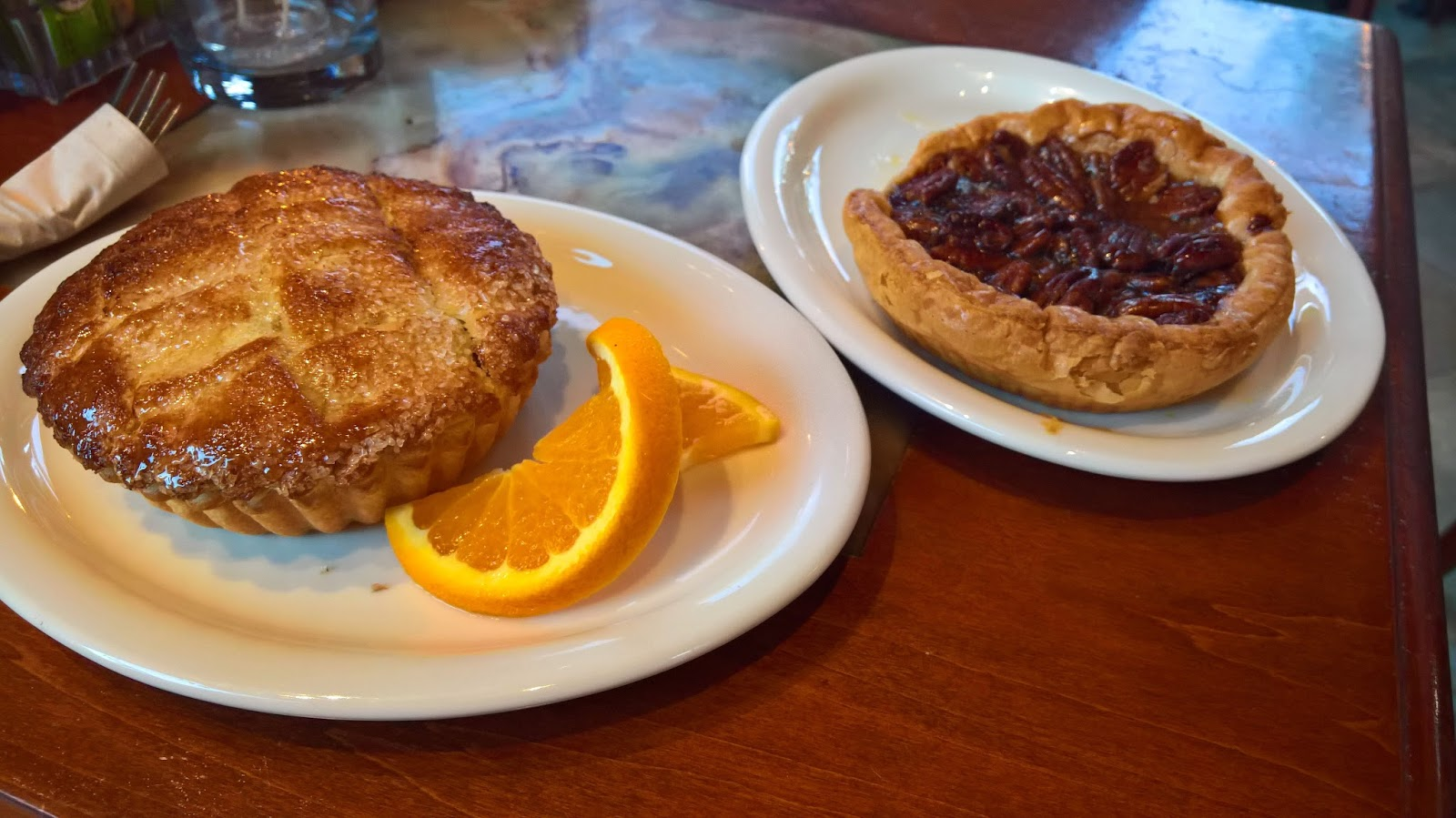 Santa Monica Los Angeles Urth Caffe kahvila vinkki Mallaspulla matkakertomus omenapiirakka pekaanipähkinäpiirakka