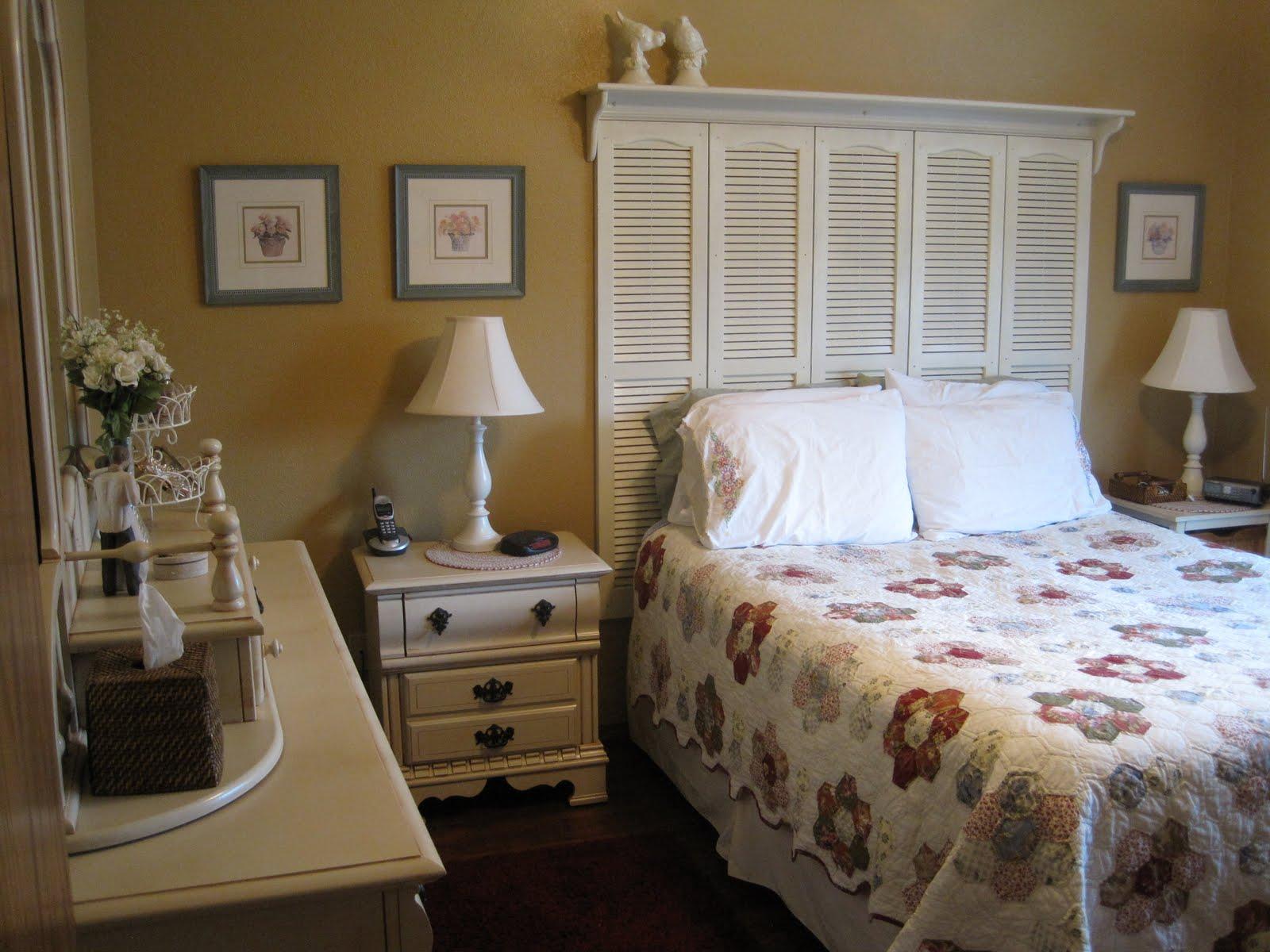 Boiserie c testate da letto fai da te diy splendide idee di riciclo - Testate letto con cuscini ...