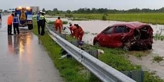 Kecelakaan Tol Madiun Mobil Ertiga Tabrak Pembatas