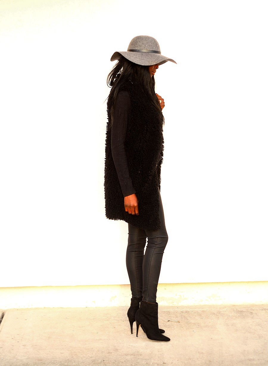 blog-mode-tenue-all-black-gilet-fourrure-zara-capeline-hm-legging-cuir-look-boheme