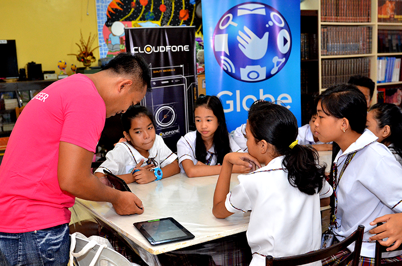 CloudFone Donated 220 Tablets To Enhance Elearning Of Global Filipino Schools!