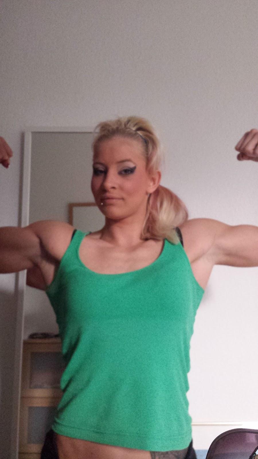Female Bodybuilding: Women Bodybuilding At Best, She Looks
