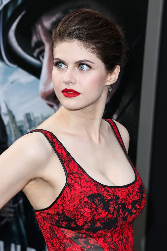 Alexandra Daddario Latest Hot Stills