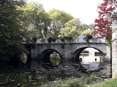 Looking towards the bridge over the river Indre at Azay-le-Rideau