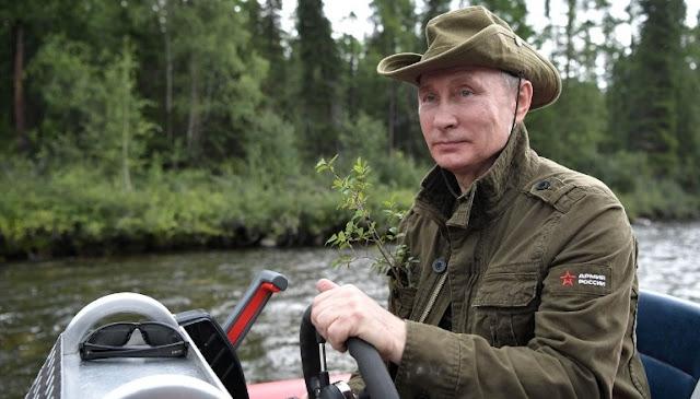 Vladimir Putin passou a semana pescando, fazendo caminhadas e descansando, enquanto um espetáculo de fotos eram lançadas ao público.
