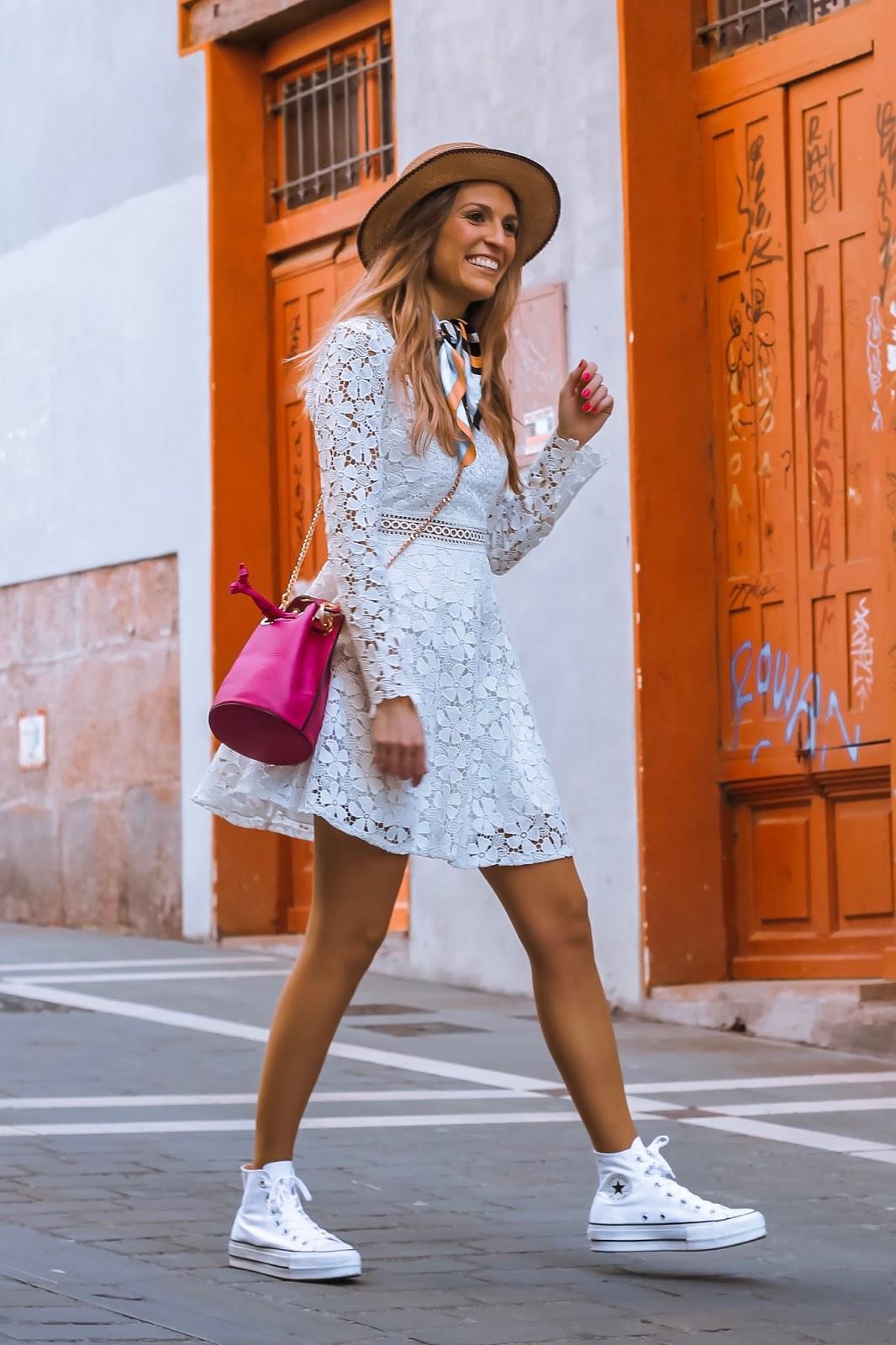 como llevar vestido blanco de crochet